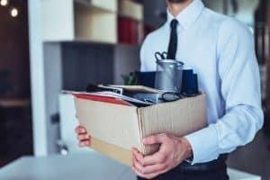 Mann verlässt Unternehmen