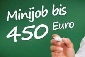 """Schriftzug """"Minijob bis 450 Euro"""" auf einer Tafel"""